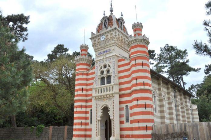 Visiter le Cap Ferret à vélo - la chapelle algérienne
