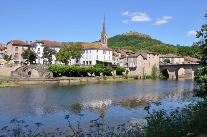 Saint Antonin Noble Val au bord de l'Aveyron