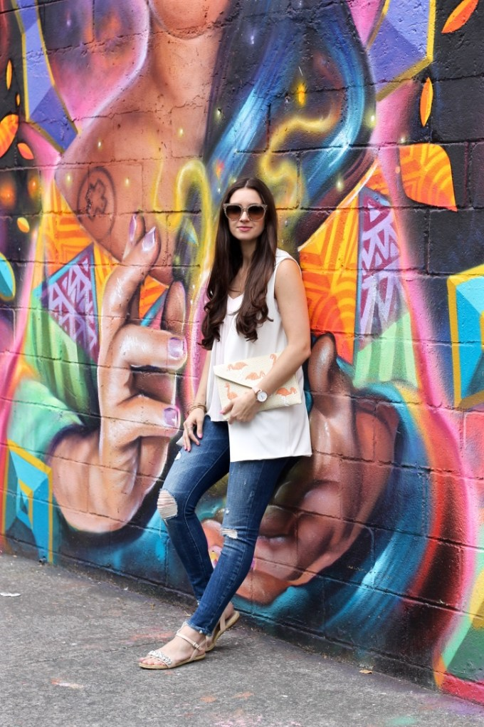 Mexico City Roma Norte Open Your Heart Graffiti Wall, La Mariposa Summer Style, White Sleeveless Blazer