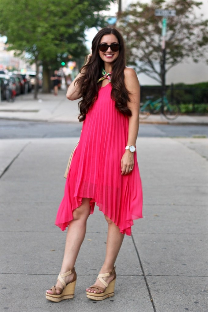 La Mariopsa Blog, Pleated Coral Pink Summer Dress, Colorful Bandana Neck scarf, New ways to wear a bandana scarf