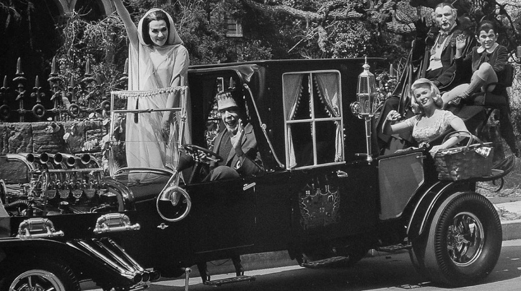 The Munsters: Divertido horror en una familia funcional