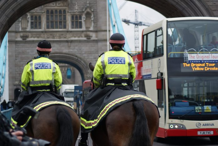 Policía a caballo de la ciudad de Londres. Foto: Wikimedia. PC Matt Hone.