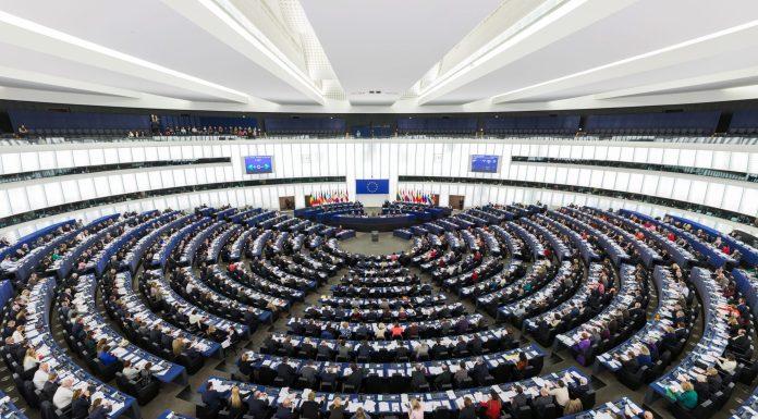 El hemiciclo del Parlamento Europea en Estrasburgo durante la sesión plenaria de 2014. Foto: Wikimedia Commons.