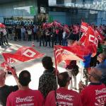 Concentración de trabajadores de Telefónica en el Distrito T (Madrid) el 19 de abril de 2018. En primer plano los Espartanos de Coca-Cola. Foto: @pacolavadog