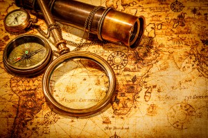 questions - Vintage magnifying glass, compass, telescope and a pocket watch