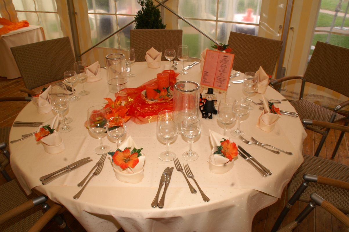 Runde Tische Mieten Fur Hochzeit Tischdeko Hochzeit Runde Tische