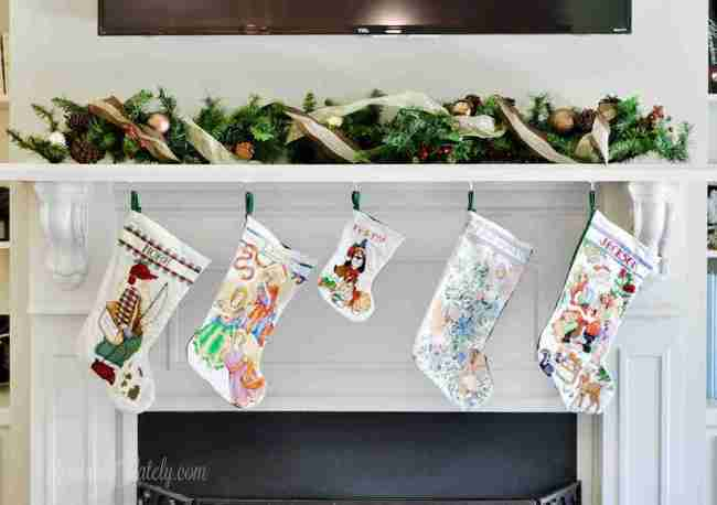 This is a great collection of some of the best stocking stuffers for toddlers or preschoolers - lots of cheap, creative ideas! Great for 1-5 years old and has ideas for both boys and girls.