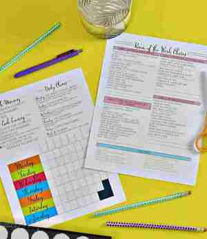 This collection of over 100 free home organization printables includes labels, cleaning checklists, meal plans, calendar templates, and even holiday goodies! You can use these sheets to build an easy home management binder.