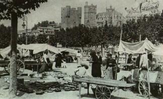 Le marché du jeudi sur le cours Mirabeau (début XXe siècle) Collection particulière