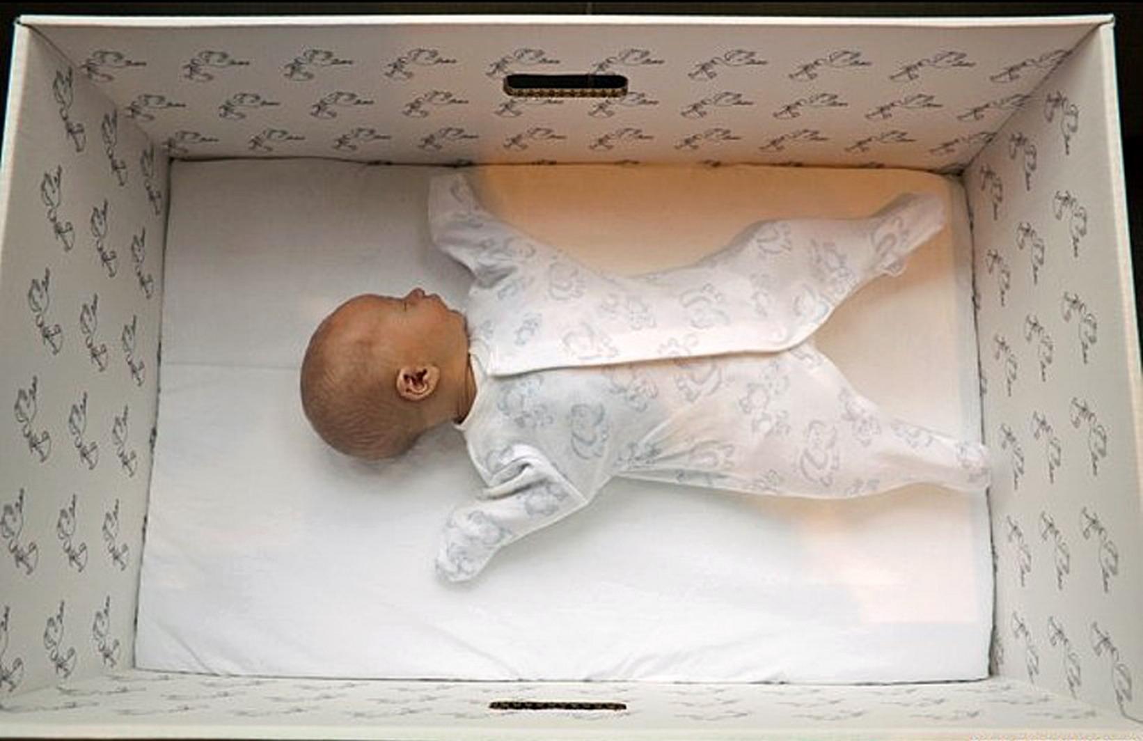il mondo del bambino baby chair used banquet chairs for sale perché i bambini finlandesi dormono nelle scatole di
