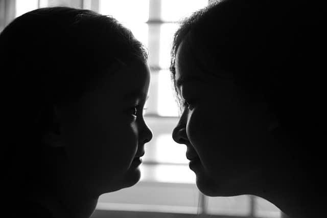 madre hija mirada amor