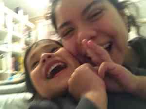 niñas sonrisas hermanas