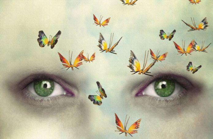 Mariposas delante del rostro