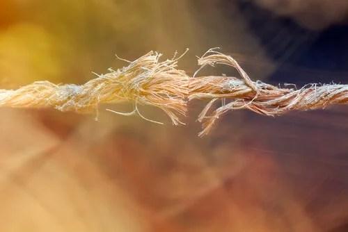 Cuerda a punto de romperse