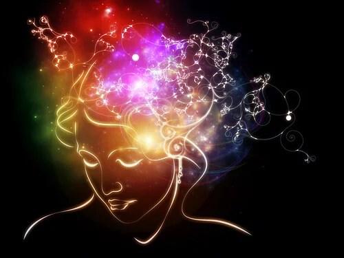 Mujer con el cerebro iluminado