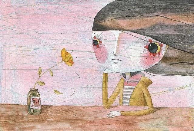 Niña triste mirando una flor