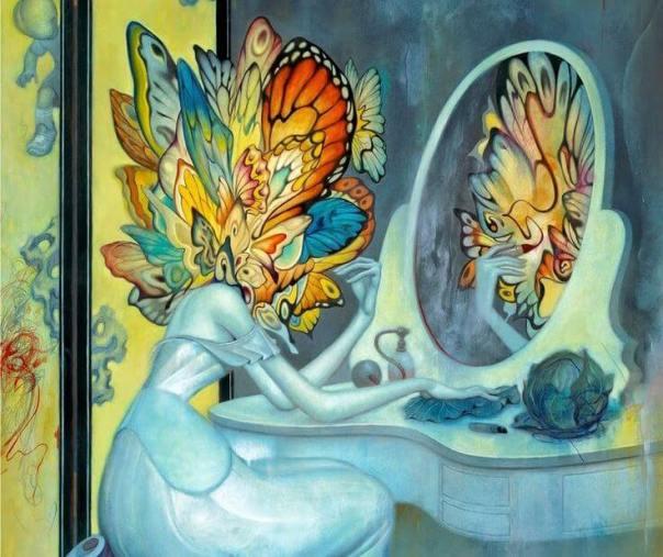 mujer cabeza mariposa