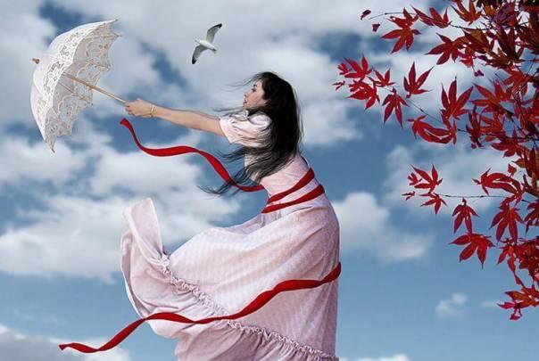 Mujer sujetando un paraguas