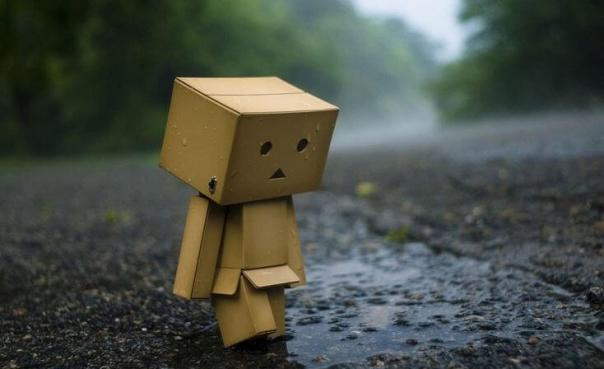 Muñeco de cartón triste