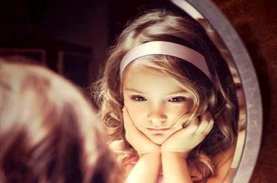 Pequeños adultos: niños que saben lo que los adultos ignoran