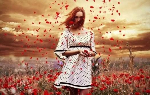 chica rodeada de flores controlando sus emociones