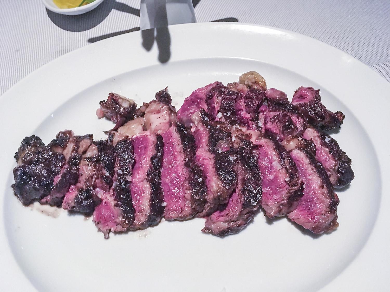 verdura-brasa-mesa-habla-carnes