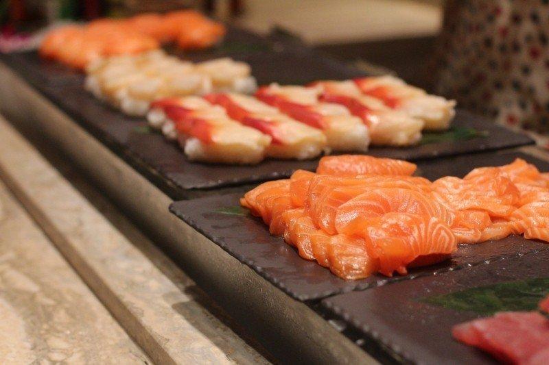 mesa-habla-cocina-japonesa-sashimi