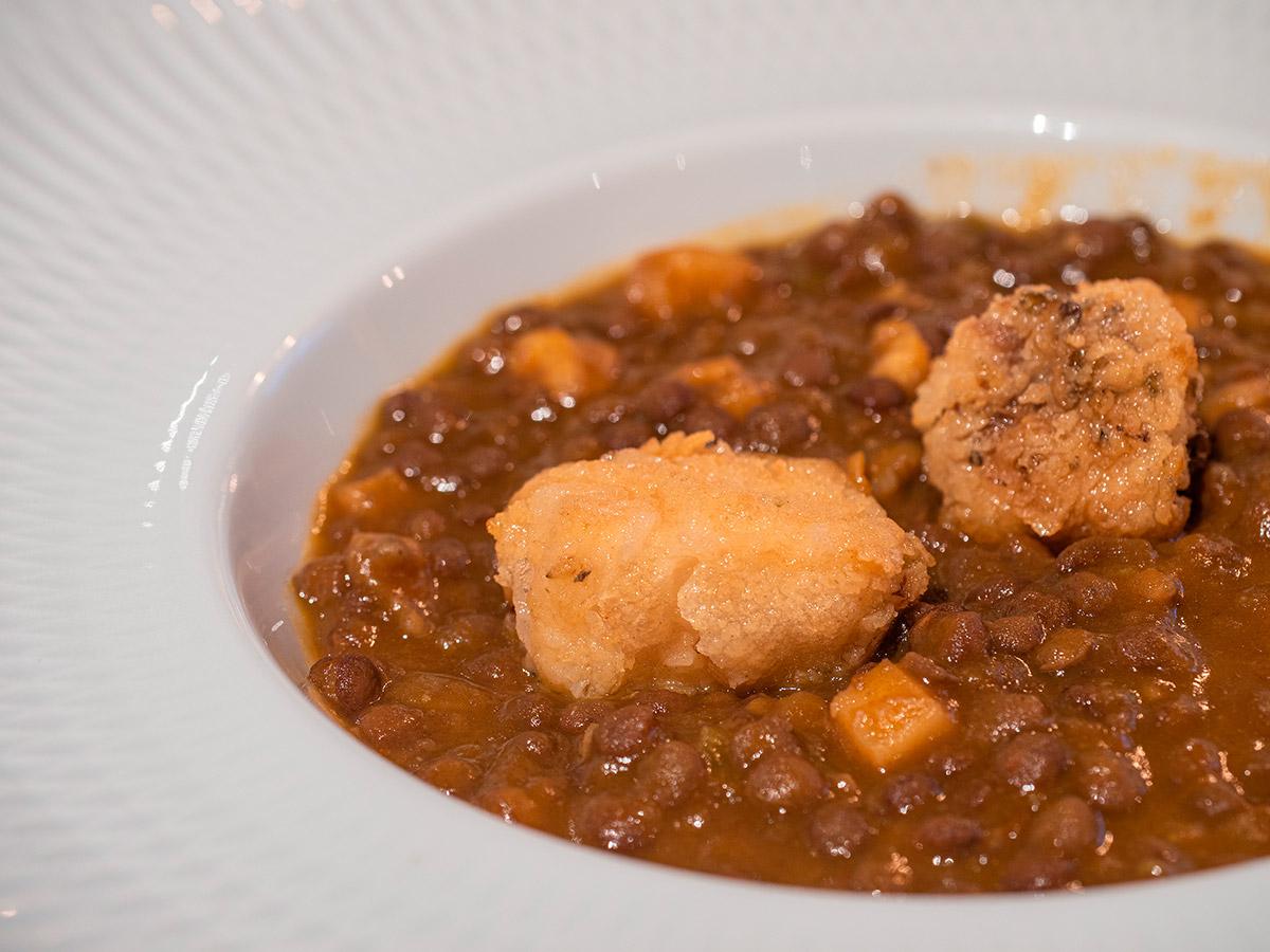 restaurante-dogma-madrid-mesa-habla-lentejas