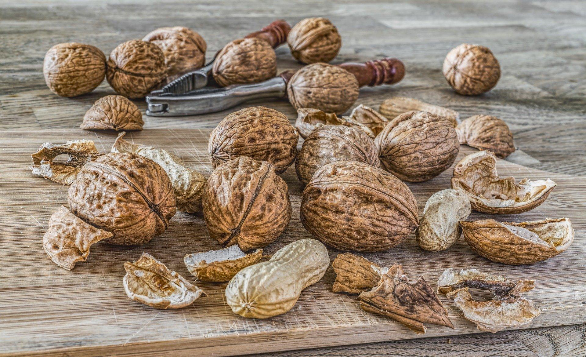 mesa-habla-nueces-cacahuetes-dieta-mediterranea