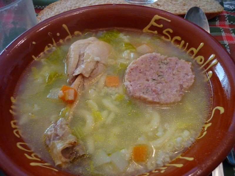 mesa-habla-cocido-escudella-sopa