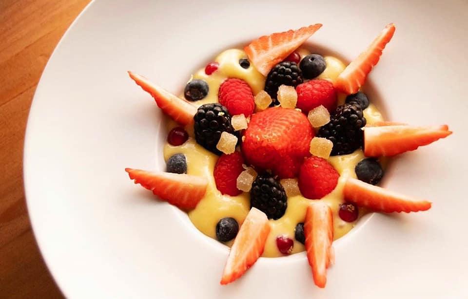 mesa-habla-etereo-pedro-nel-postre-crema-limon-frutos-rojos