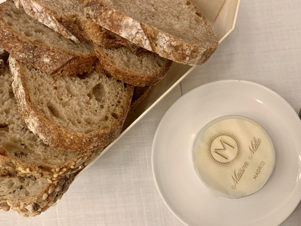 mesa-habla-maison-melie-pan-mantequilla