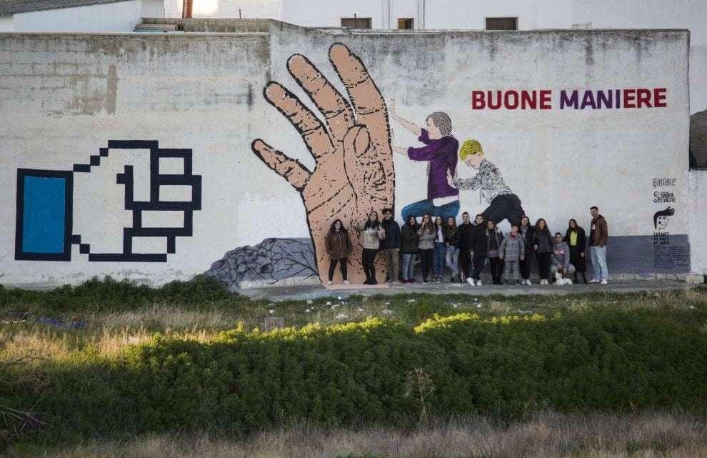 "Andria, Un murales per urlare ""Stop ai social!"""