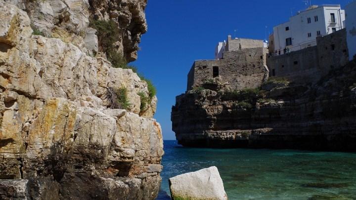 Polignano tra le spiagge più belle del mondo: lo dice la Cnn