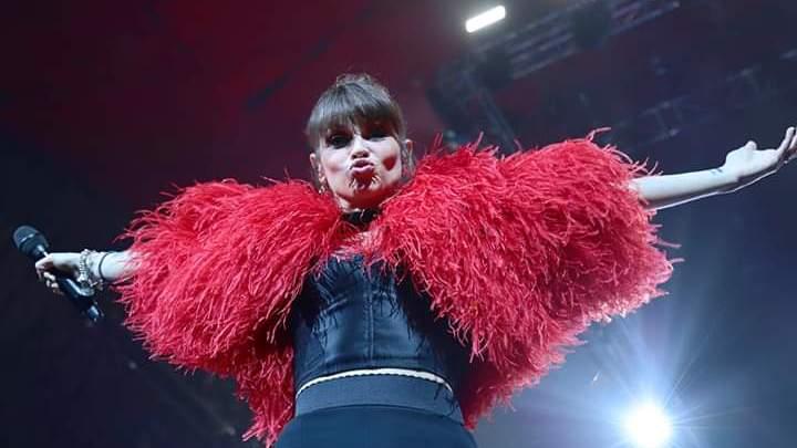 """Alessandra Amoroso: il """"10 Tour 2019"""" infiamma il Palaflorio di Bari"""