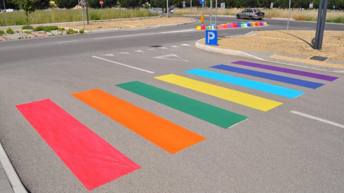 Taranto si tinge dei colori della bandiera Rainbow