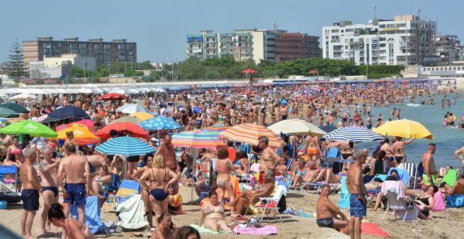 Bari: Dopo l'abolizione del divieto di balneazione, i Baresi scelgono le spiagge della città