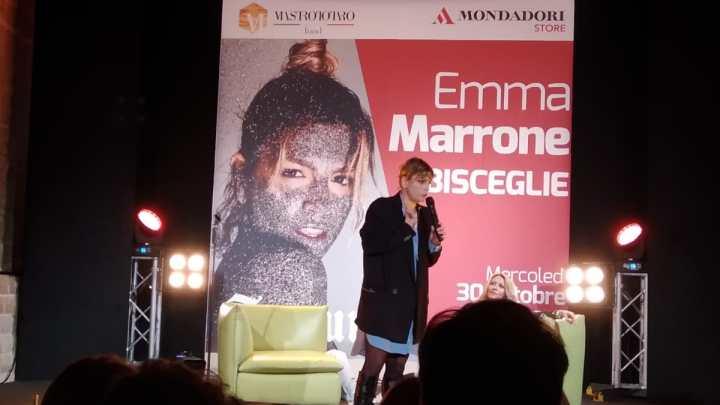 """Emma Marrone conquista Bisceglie con un doppio appuntamento di """"Fortuna – In store"""" – Foto & video"""