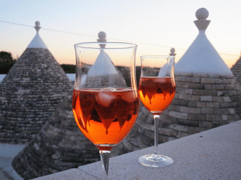 Quali sono i cinque vini pugliesi che si potrebbero sorseggiare il giorno di Natale?