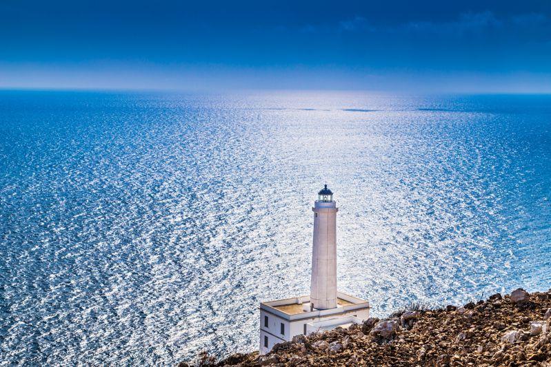 Capodanno in un faro? A Punta Palascia c'è LA PRIMA ALBA IN ITALIA!