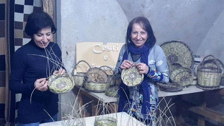Anna Catino: la passione per l'artigianato ed un corso per realizzare cesti a Cerignola (Fg)