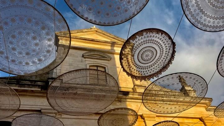Bernardo Palazzo: i centrini di Cisternino omaggio alla tradizione e promozione del territorio