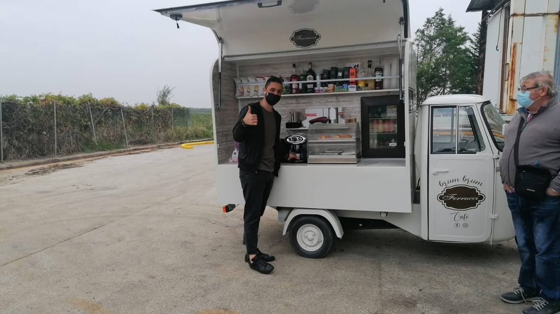 Stornarella (Fg), un bar itinerante su un vecchio Apecar: l'idea anti crisi di Cataldo Ferrucci