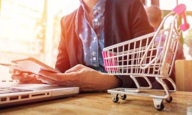 Boom acquisti online: moda e tendenze