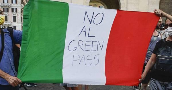 Protesta Green Pass, la Puglia fanalino di coda: le testimonianze