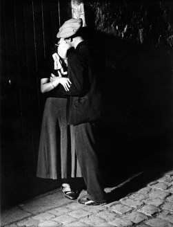 Brassaï, Lovers in the latin quarter. Paris 1932