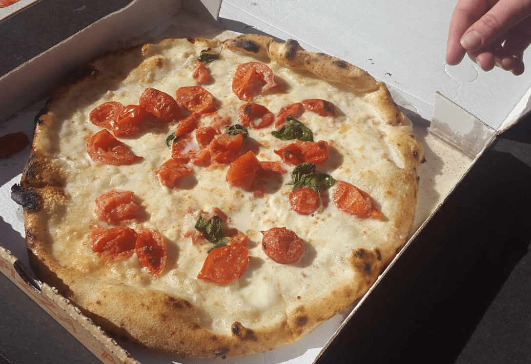 Pizza Vesuvio à Naples