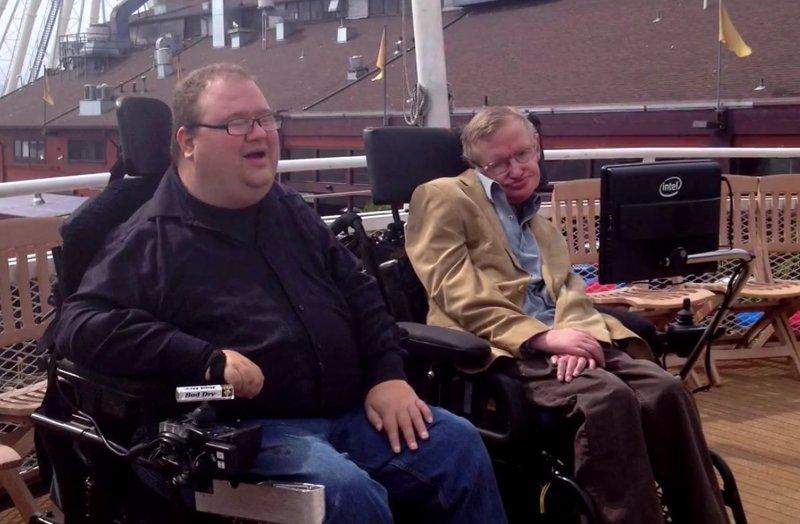 Stephen Hawking presenta la silla de ruedas inteligente
