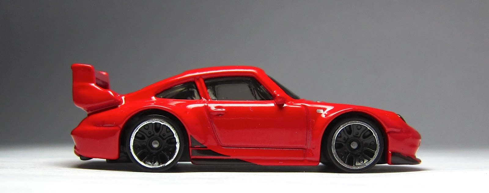 just unveiled 2014 hot wheels porsche 993 gt2 in matte white the lamley group. Black Bedroom Furniture Sets. Home Design Ideas
