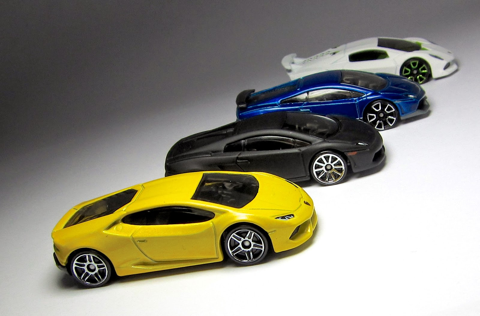 the hot wheels lamborghini huracán and other little hot wheels